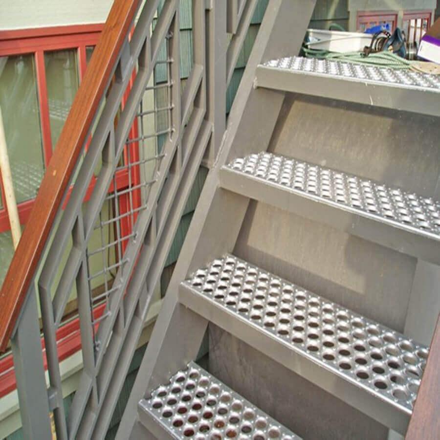 楼梯防滑板